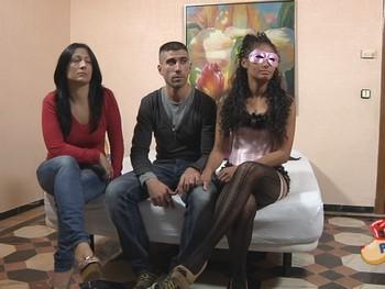 Carla le regala a Jose un TRIO con la guapa Ainoha por su cumpleaños.