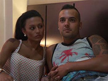 Africa y Ruben,pareja novata  el fontanero y ella estudiante de cosmetica