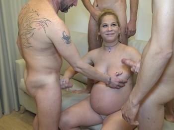 Ronda de mamadas para una embarazada morbosa