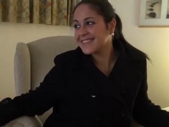 Lucia casada y aburrida de la monotonia, quiere probar con 4 rabos.
